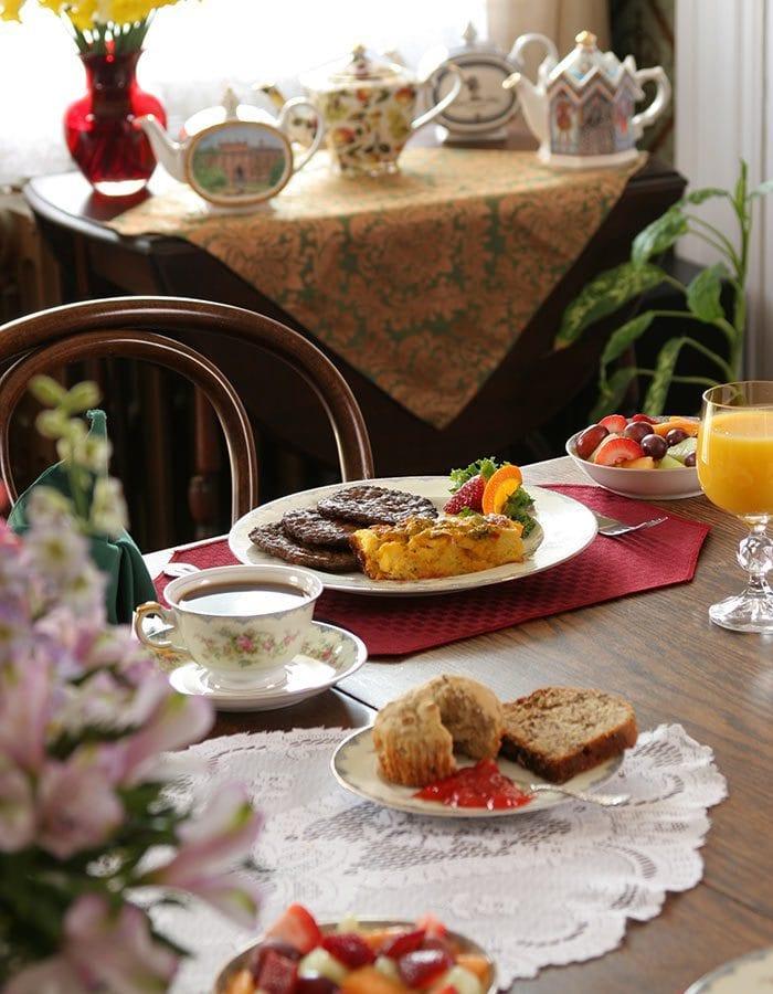 Breakfast - Queen Victoria Bed and Breakfast