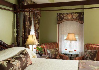 Knightsbridge Room - The Queen Victoria Bed and Breakfast